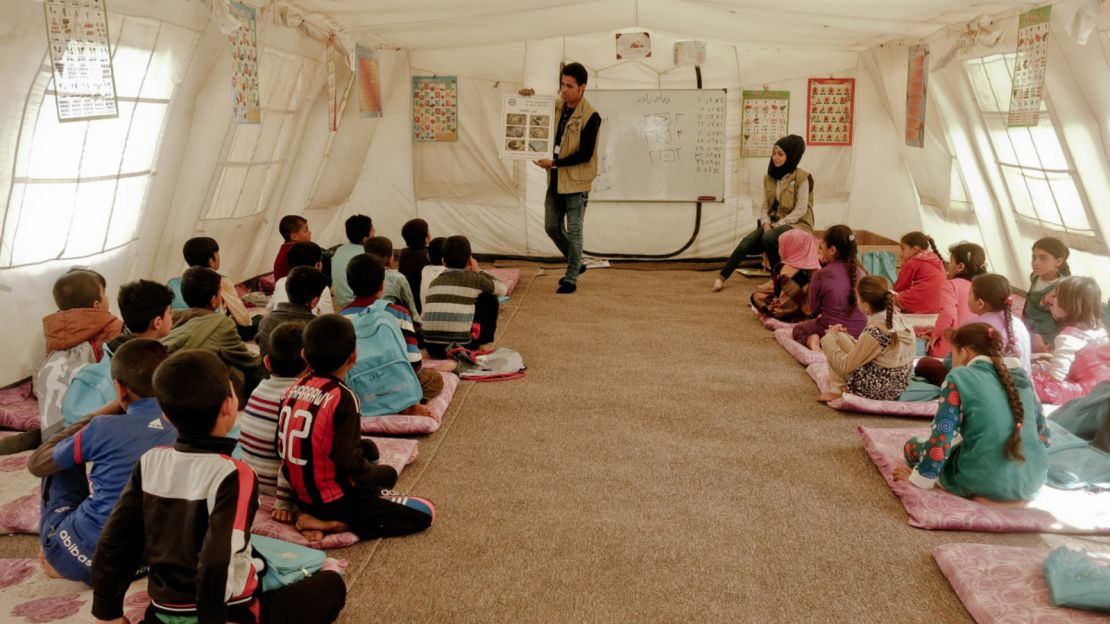 A risk education session to displaced people in Iraq