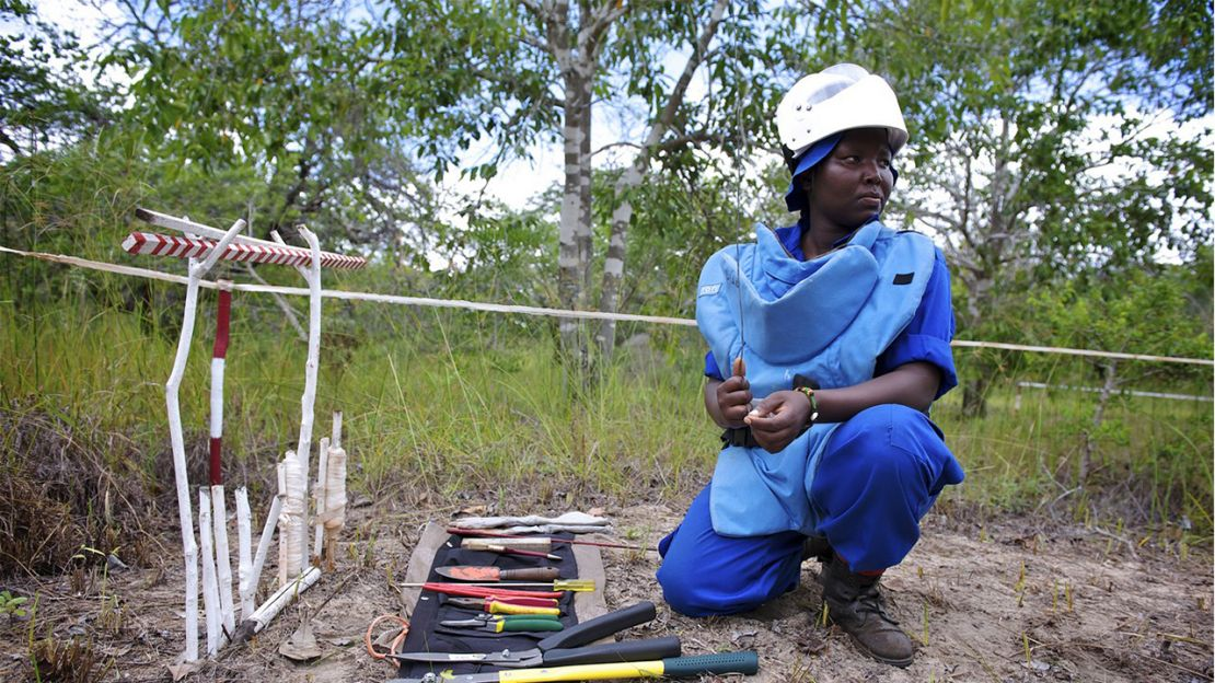 Sarneta, a female deminer, Humanity & Inclusion Mozambique.