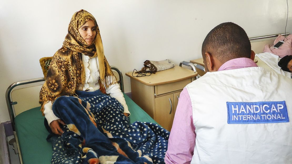 Bushra, 24 years old. She was injured in abombing. Sha was taken care by Humanity & Inclusion.