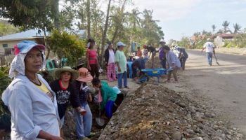 Philippines: HI hands out clearance kits to people affected by typhoon