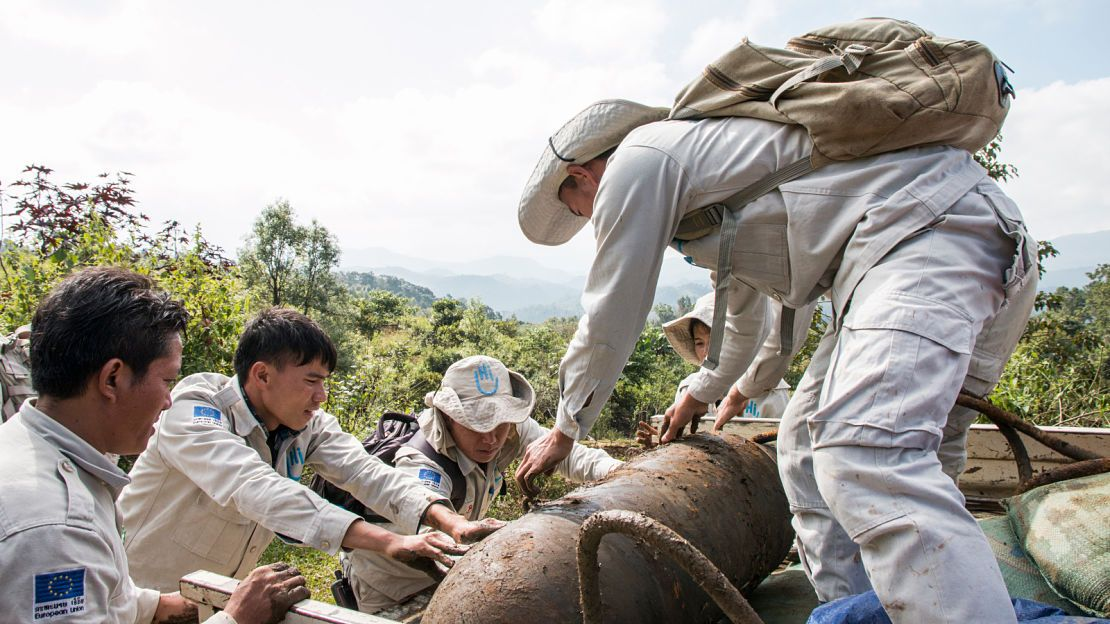 The HI demining team in Laos is removing a bomb in order to get it destroyed in another area, far from the village of Phaja where it was found.