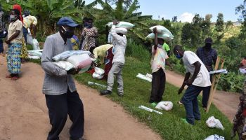 Rwanda: HI distributes food to families affected by the COVID-19 epidemic